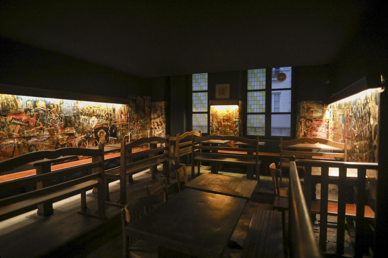 Intérieur du bar la Pirogue