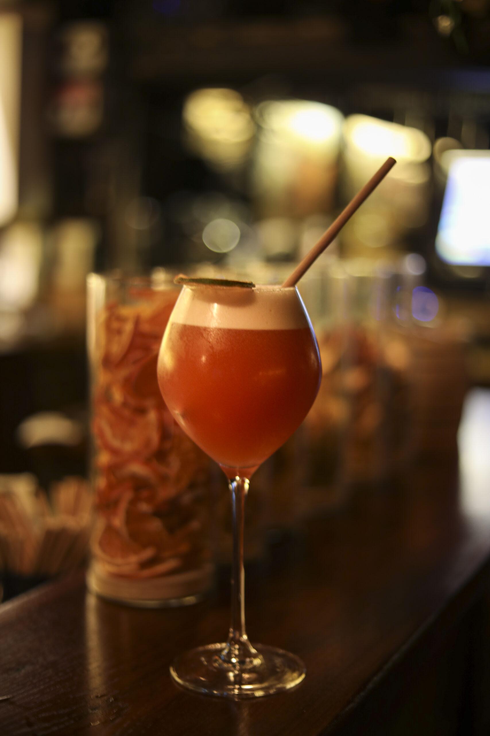 Cocktail «Singapour Sling» à La Pirogue de Versailles